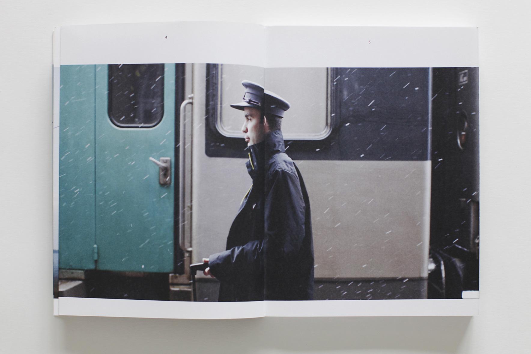 Commande de la SNCF Caroline Pollet et Norman Ancenys . AA : Caroline Rouanet . Retouche : Alexandre Le Fur. éditions TEXTUEL
